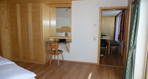 Appartement Sonnberg Kledingkast en make-up tafel